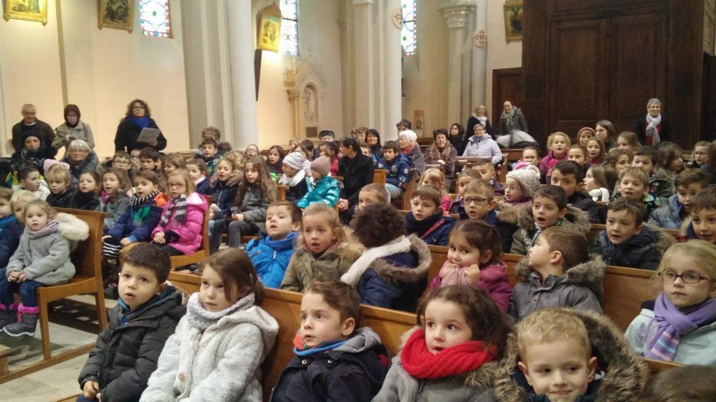 Chants de célébration de Noël à l'Ecole privée de Oytier